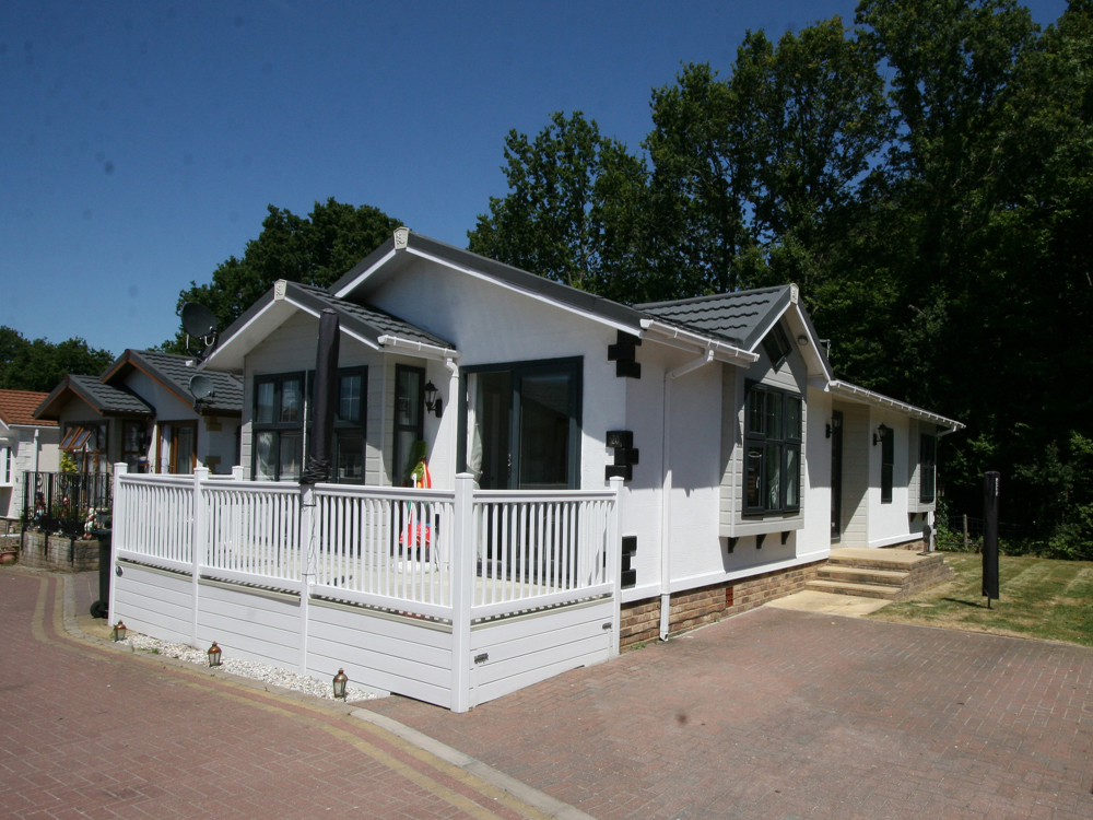 20 Woodlands Lodge Park